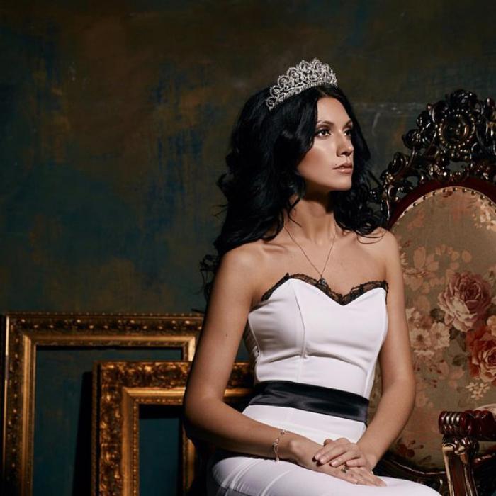 Приземленная: Меган Маркл вновь нарушила королевский протокол изоражения